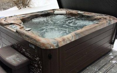 3 Mistress Hot Tub Sex!